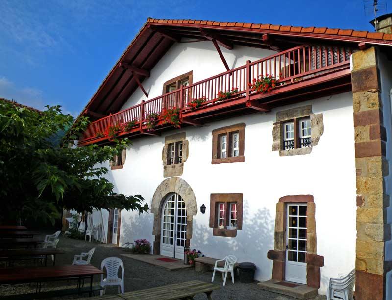 Gîte de groupe au Pays Basque, maison basque, centre de vacances, Domaine Oronozia, séjour à Baigorri